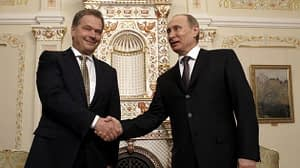 LKS 20130615 MOW004; Russia's President Vladimir Putin (R) shakes hands with his Finnish counterpart Sauli Niinisto during their meeting at the Novo-Ogaryovo state residence outside Moscow, on February 12, 2013. Niinisto is on a visit to Russia. LEHTIKUVA / AFP PHOTO / POOL/ SERGEI KARPUKHIN